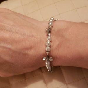 Jewelry - NWOT- FAUX PEARL & BEAD BRACELET